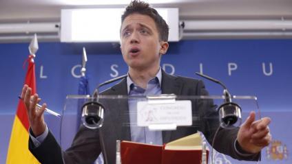 El diputat de Més País Íñigo Errejón ofereix una roda de premsa en el Congrés dels Diputats després de reunir-se amb el rei