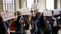 Membres del sindicat CGT protesten contra el nou sistema de pensions que pretén implantar el govern francès