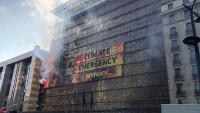 Imatge de l'acció de Greenpeace al Consell Europeu