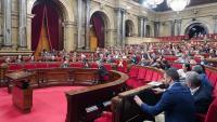 Un moment de les votacions d'una de les mocions que es van debatre ahir al matí