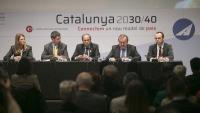 El president Torra, ahir, entre el de la Cambra de Barcelona, Joan Canadell, i el del RACC i de la comissió d'infraestructures, Josep Mateu