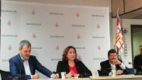 Ada Colau, amb Jaume Collboni i Albert Batlle, ahir en roda de premsa