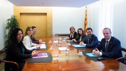 Reunió del vicepresident del Govern, Pere Aragonès, la portaveu, Meritxell Budó, i representants de CatECP, al departament d'Economia