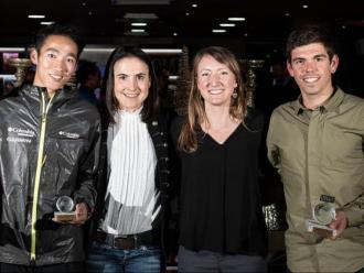 Pau Capell, a la dreta, amb el guardó del 2019 al costat dels altres premiats en la gala
