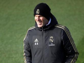 Zidane, ahir, combatent el fred de Valdebebas