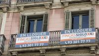 Un habitatge  de lloguer s'ofereix a clients potencials en un edifici de la ciutat de Barcelona