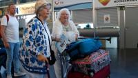 Uns turistes arribant, aquest setembre, a l'aeroport de Reus