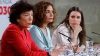 La ministra d'Educació, Isabel Celaá, amb la portaveu, María Jesús Montero, i la titular d'Igualtat, Irene Montero