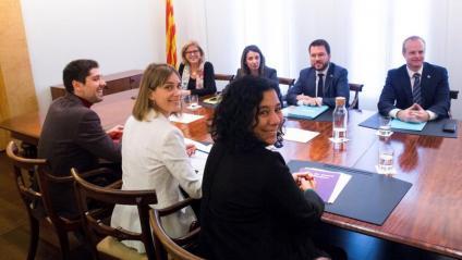 Els membres del govern i de Catalunya en Comú, en l'acord d'ingressos de fa un mes