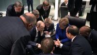 Merkel –al centre– conversa amb Putin en el marc de la conferència internacional sobre Líbia, celebrada ahir, a Berlín