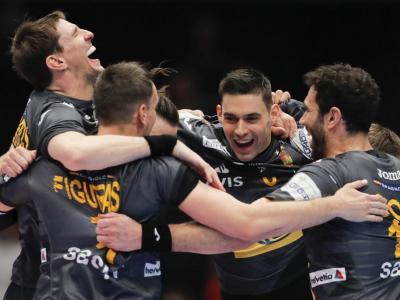 Els jugadors de la selecció estatal celebren la classificació per a la semifinal