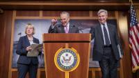 Chuck Schummer, líder de la minoria demòcrata al Senat, atén els mitjans, ahir al Capitoli, a Washington