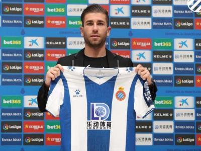 Adrián Embarba, amb la samarreta de l'Espanyol en la presentació