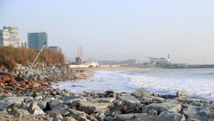 La platja de la Mar Bella , a Barcelona, ha estat una de les més afectades pel temporal 'Glòria', i pràcticament ha desaparegut