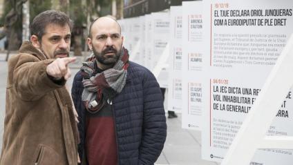 El vicepresident d'Òmnium, Marcel Mauri (dreta), i el vocal de la junta de l'entitat Jordi Bosch, ahir en l'exposició