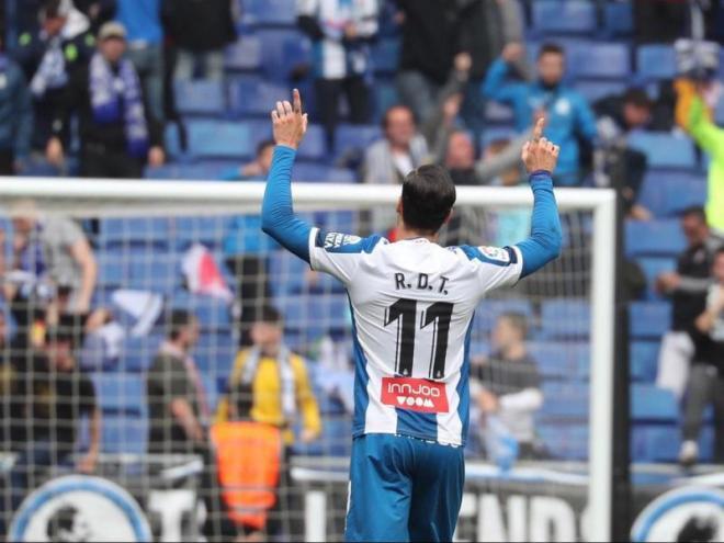 Raúl de Tomás celebra el gol de l'empat, la segona diana del punta en la lliga