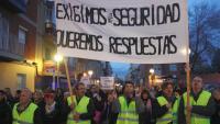 Pla mitjà de la capçalera de la manifestació al seu pas per Bonavista