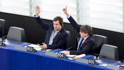 Toni Comín i Carles Puigdemont en un dels primers plenaris del PE