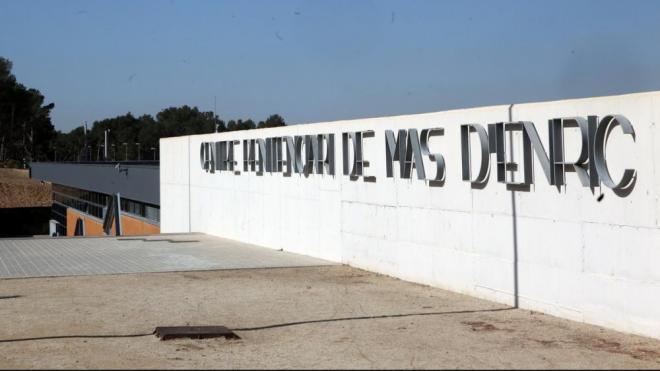Entrada al recinte penitenciari de Mas d'Enric que ha denegat mesures de confinament domiciliaria als presos en situació de 100.2