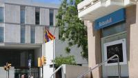Entrada a una oficina del Banc Sabadell, a Igualada