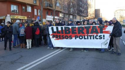 Concentració a favor dels investigats citats en una comissaria de Girona, el gener passat, pels talls de la Jonquera