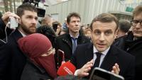 Macron, parlant amb els periodistes durant la seva visita d'ahir a Mulhouse (Alsàcia)