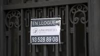 Un cartell d'un pis en lloguer a Barcelona