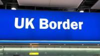 Un cartell de la frontera del Regne Unit, en una imatge d'arxiu de l'aeroport de Heathrow, a Londres