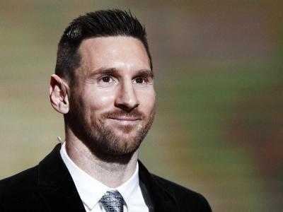 Messi, amb la Pilota d'Or que va recollir a París