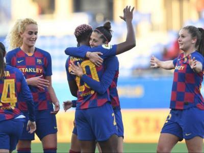 Oshoala i Jenni Hermoso celebren un gol