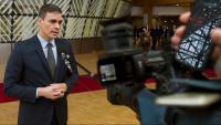 El president del Govern, Pedro Sánchez, atén els mitjans a la seva arribada a l'edifici Europa del Consell de la UE, amb motiu del Consell Europeu celebrat avui a Brussel·les