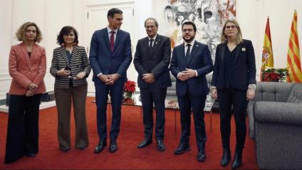 Torra i Sánchez, amb les respectives delegacions, a Pedralbes el 2018