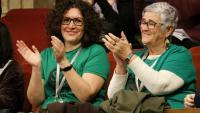 Membres de la PAH aplaudeixen al Parlament l'aprovació del nou decret d'habitatge el passat 5 de febrer