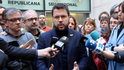 Pere Aragonès atenent a la premsa a la seu d'ERC