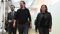 El coordinador federal d'IU, Alberto Garzón, el secretari general de Podem, Pablo Iglesias i l'alcaldessa de Barcelona, Ada Colau