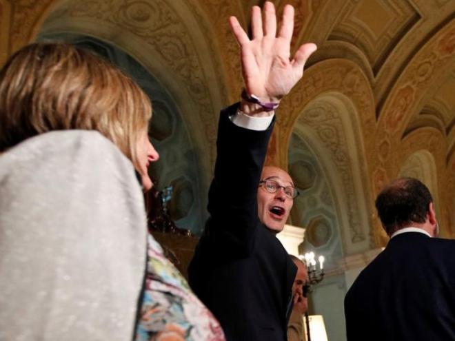 Raül Romeva saluda efusivament durant la seva compareixença en  la comissió del Parlament sobre l'aplicació del 155, el gener passat