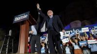Bernie Sanders saluda els seus seguidors en un míting a Las Vegas (Nevada)