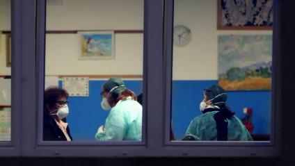 Personal mèdic fa proves a Vo'Euganeo, al Vèneto, Itàlia