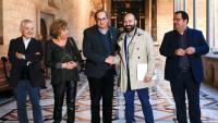 El president de la Generalitat i els representants de la plataforma Som el 80%, poc abans de la reunió que van mantenir ahir a la tarda per parlar sobre la campanya de l'amnistia