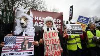 Defensors d'Assange protestant ahir davant del tribunal contra l'extradició del fundador de Wikileaks als EUA