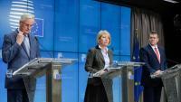 Barnier, el cap negociador europeu (esquerra), en la roda de premsa d'ahir a Brussel·les