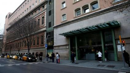 L'entrada de l'Hospital Clínic, centre de referència pel coronavirus