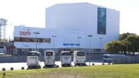L'exterior del cinema Imax, situat al costat de l'Aquari de Barcelona, al complex del port vell