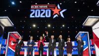 Els candidats a la nominació demòcrata, durant el debat de dimarts a Charleston, Carolina del Sud