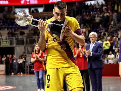 Sergio Lozano amb la copa d'Espanya guanyada el març