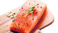 El peix blau, com el salmó o la sardina, és molt recomanable perquè conté Omega 3, que intervé en la formació de la membrana de les neurones, recorda la doctora Senpau, gran defensora de la dieta mediterrània.