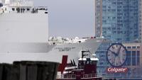 Un vaixell de l'exèrcit que servirà d'hospital, ahir a Nova York
