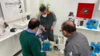 Tècnics implicats en el disseny i la fabricació dels respiradors de l'Anoia, ahir a la seu de Waterologies, a Igualada