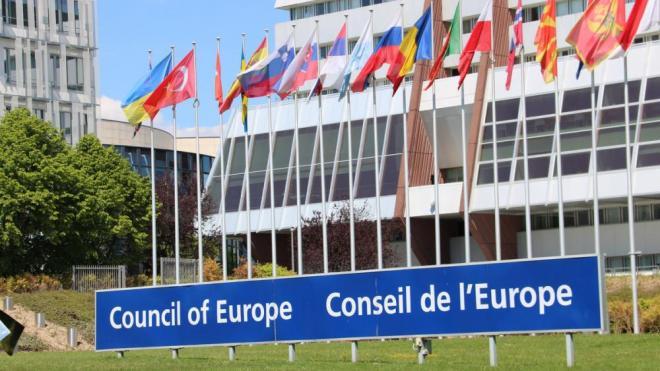 Pla general del cartell del Consell d'Europa