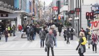 Vianants al Drottninggatan, el carrer de la Reina, una artèria comercial del centre d'Estocolm, dimecres passat
